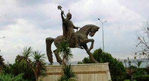 Küçük Asya'nın İlk Fatihi Sultan Alaaddin Keykubat (Bu heykel Alanya'nın girişindedir.)