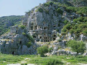 Soura kaya mezarları