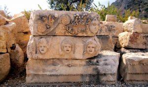Myra Antik Kenti maskları