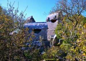 Kyaenai Antik Kenti'nin tipik lahitleri.