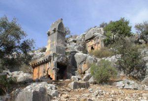 Soura Antik Kenti Likya'nın en büyük lahit lahtine sahip.