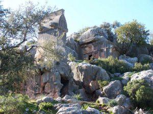Soura Antik Kenti'nin Muhteşem Kaya Mezarları