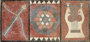 Apollon Tapınağı'nda taban süslemesi olarak yapılmıştır. Ortasındaki güneş motifi Işık Ülkesi Likya'yı, sağdaki Lyra betimlemesi Tanrı Apollon'u soldaki ok ve yay ise tanrıça Artemis'i sembolize etmektedir. Mozaik tapınağın inşa edildiği Hellenistik Döneme tarihlenmektedir.