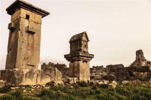 Xanthos Antik Kenti anıt mezarları korunmayı bekliyor.