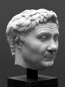 Pompeius, İ.Ö. 65'te çıktığı seferde,başta Korakesiyon Kalesi olmak üzere tüm korsan kalelerini ele geçirerek yıktılar. Teslim olan halkı doğudaki kentlere yerleştirir, korsanlık yapılan kentleri boşaltır.