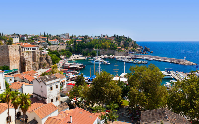 Falezlerin Üzerindeki Zarif Güzellik: Antalya Kaleiçi