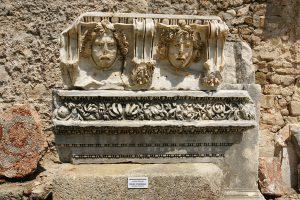 Side Antik Kenti Medusa heykeli. Şimdiye kadar bilinen Medusa heykellerinden en farklı ve estetik olanı.