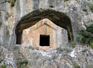 Thera Antik Kenti kaya mezarları