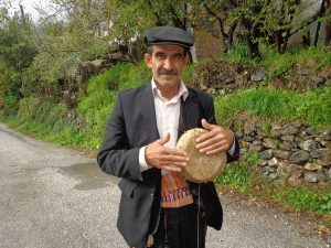 Su kabağı köylerde aynı zamanda ritim saz aleti olarak da kullanılıyor.