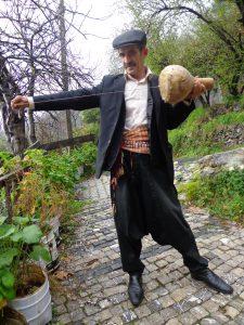 """Alanya'nın Obaalacami Köyü Muhtarı Mustafa çakan bizlere kabağın kullanım alanına zenginleştiren farklı bir katkının altına daha imzasını atıyor.  İşte karşınızda """"hortkabak""""."""