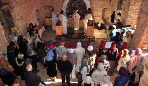 Hagios ya da Aya Yorgi ya da Hıdırellez Kilisesinde gerçekleştirilen bir ayin