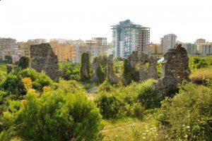 Naula Antik Kenti Alanya'da apartmanların arasında sıkışıp kaldı.