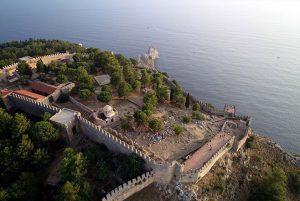 Alanya Kalesi'nin Alaaddin Keykubat imar ettikten sonra genişletilen ve güçlendirilen güçlü surları.