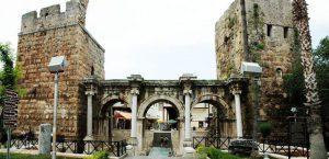 Antalya kaleiçi Hadrian kapısı ya da Üçkapılar