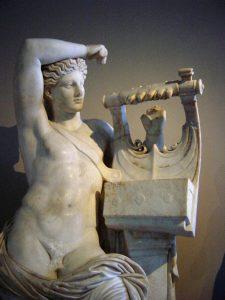 Apollon müziğin, aşkın tanrısı.