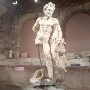 Side Müzesi'nde Herakles heykeli