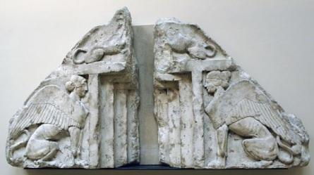 Xanthos Antik Kenti kabartmalarından kanatlı kadın koruyucu tanrıçalar.