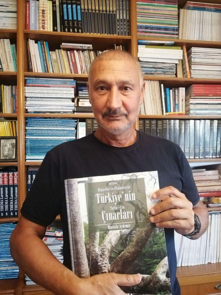 """Araştırmacı, yazar, koleksiyoner, su arkeolojisi araştırmacısı sayın Mustafa Aydemir'in """"Türkiye Tarihi Ulu Çınarları"""" adlı eseri TEMA Vakfı yayınları içerisinde çıktı. Aydemir Antalya'da yaşamakta ve Antalya'nın pek çok değerini kaydetmek, tanıtmak için çalışmalarını sürdürmekte olan önemli bir araştırmacı yazarımızdır."""