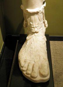 2007 yılında Sagalassos'ta bulunan Hadrian heykelinin sandallı ayağının alt kısmı Burdur Müzesi. (Lower part of a leg and foot with sandal of the over life-size statue of Hadrian found at Sagalassos in 2007, Burdur Museum)