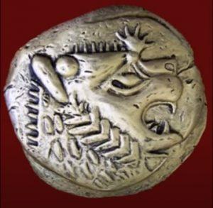Tarihte ilk basılan paraların üstünde aslan başı resmedilmiştir. İlk elektron paraların Likyalılar ve İyonlar olduğu söylenmektedir.