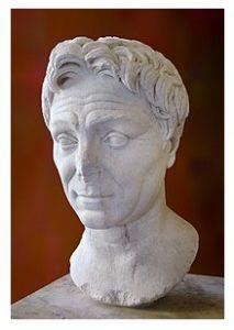 Publius Servilius Vatia Isauricus MÖ 130 - MÖ 44 yılları arasında yaşamıştır. Isauria Antik Kenti'nim bulunduğu Kilikya'ya Eyalet Vali olarak atanmış, MÖ 74 yılında Roma'ya dönüşü ise kendisi adına yapılan bir Zafer Takı ile nişanlanmıştır.